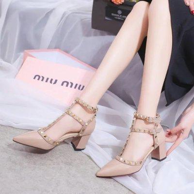 Frauen schuhe 2019 designer mode schuhe frau dicken heels schuhe schnalle nieten high heel spitz damen sandalia feminina
