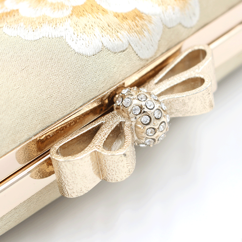2020 new Fashion Women  banquet wedding gold Retro Handmade  Embroidery clutch party Evening Bag Wedding Accessory Dinner Bag