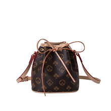 2020 New fashionable and versatile women's bag trend Retro printing one shoulder diagonal water bucket bag Small bag for women
