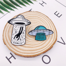 Creative UFO Spaceship Alien Space Enamel Brooch Finally Alloy Badge Denim Shirt Bag Pin Cartoon Accessories Jewelry Gifts alloy plastic ufo spaceship model space craft 5pcs set