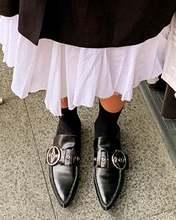 Туфли лоферы с острым носком и ремешком без застежек Повседневная