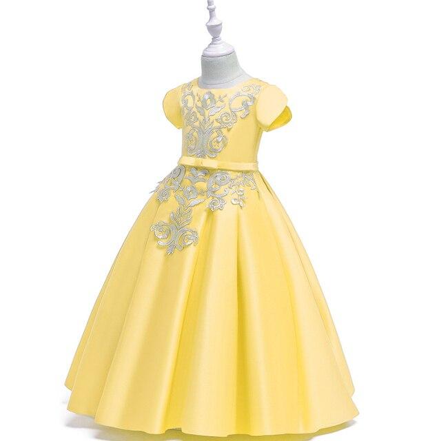Фото однотонное платье трапециевидной формы с цветочным узором для цена