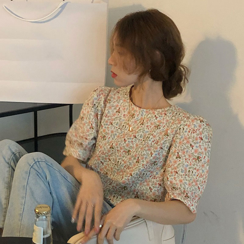 Retro floral shirt female design sense niche tops spring 2021 new wild Korean short sleeved shirt trend