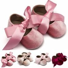 Dziecięce dziewczynki buciki jedwabna kokardka węzeł buty księżniczka satynowa Bowknot miękkie buty śliczna wiosna jesień dziecięce buciki 0-18m tanie tanio Cotton Fabric Butterfly-knot Wszystkie pory roku Slip-on Stałe Unisex Pasuje prawda na wymiar weź swój normalny rozmiar