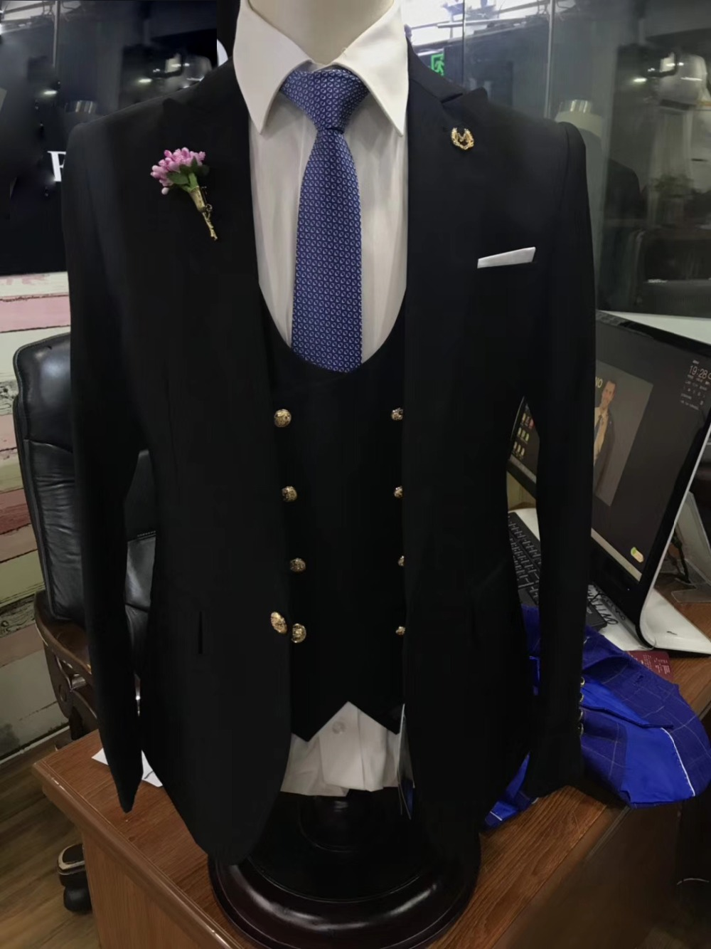 Black-Slim-Fit-Tuxedos-Groom-Wedding-Suits-For-Men-New-Design-Fashion-Formal-Party-Prom-Male (1)