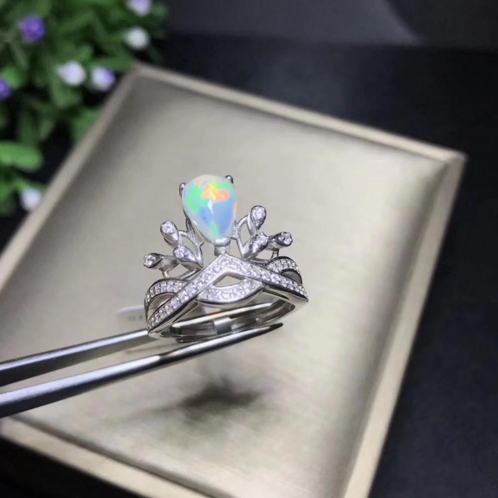Boutique de nouveaux produits, bague en étoile, design de mode. Opale naturelle, argent Sterling 925. Bijoux de mode
