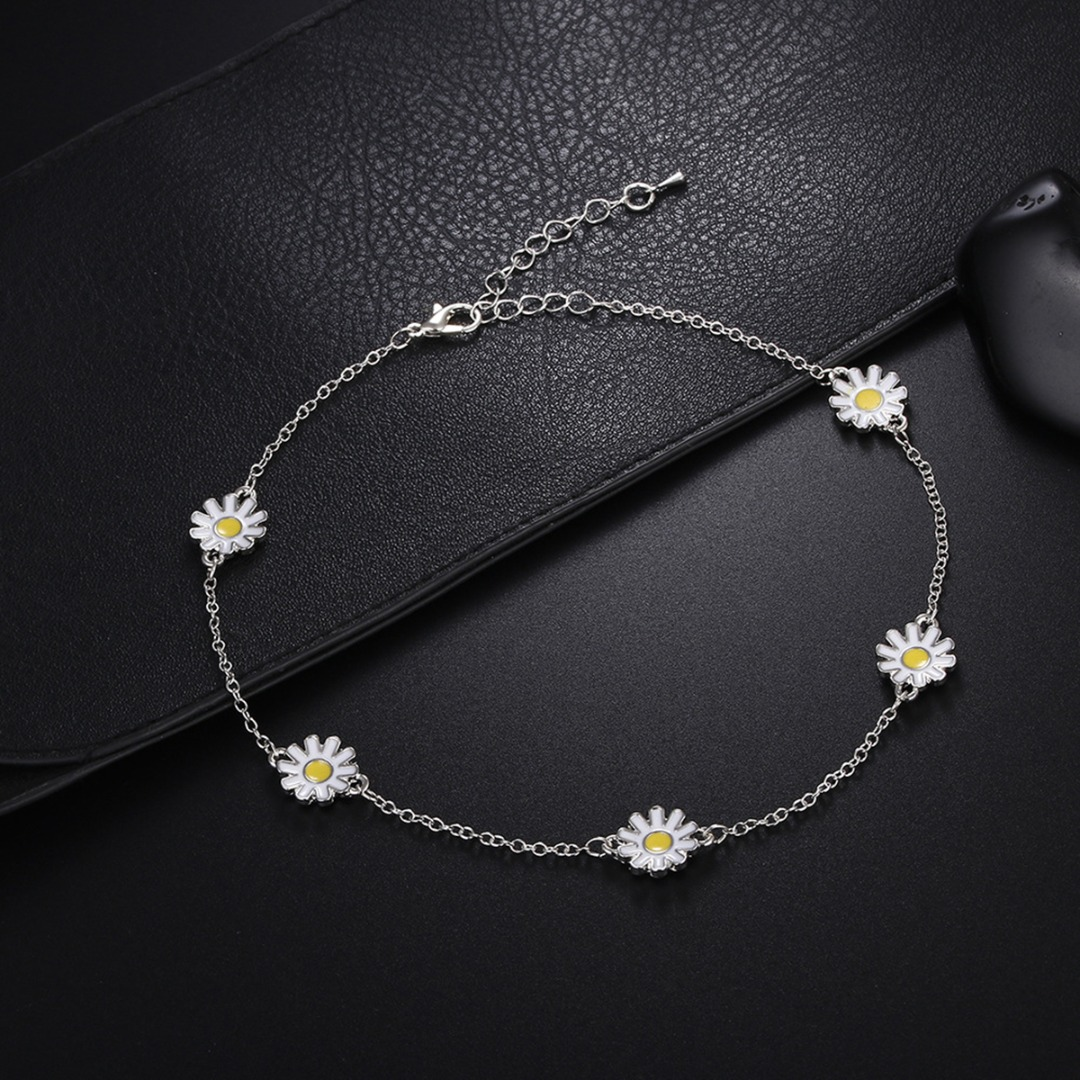 Charm Daisy Flower Pendant Necklace White Sunflower Clavicle Chain Necklace Bohemian Metal Alloy Choker Women Fashion Jewelry