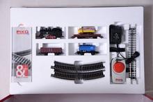 حزمة نموذج القطار حزمة أساسية = قاطرة بخار + ثلاث عربات + مسار بيضاوي الشكل + جهاز تحكم 57111