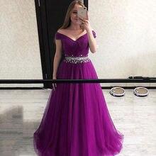 Платье атласное с бусинами и высоким разрезом а силуэт
