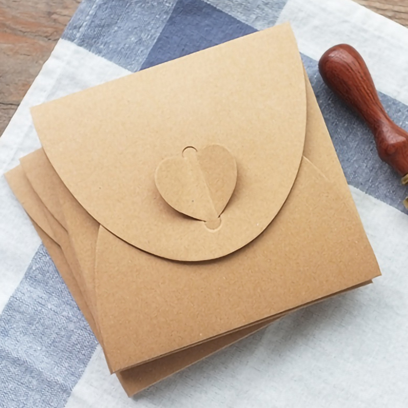 50Pcs/Lot Retro Love Kraft Cd Dvd Sleeves Paper Envelopes With Heart Button For Wedding Party 13x13Cm