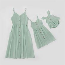 Модная Одинаковая одежда для семьи платья на бретелях мамы и