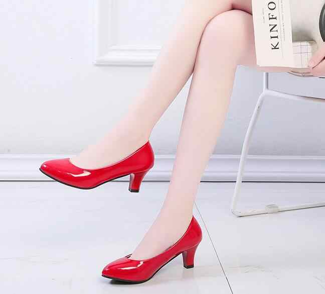 Mais tamanho 35-42 mulher bombas de couro patente sapatos de salto médio sapatos femininos sapatos de casamento senhoras apatos mujer