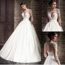 Атласное свадебное платье А силуэта с v образным вырезом и кружевом