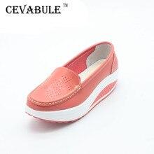 Женская модная обувь из натуральной кожи на танкетке; повседневная обувь на платформе; женская обувь с цветочным принтом размера плюс; обувь из коровьей кожи. SPP-8012