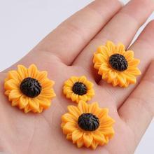 Wholesale mixed size Fresh Yellow Daisy Flower Decoration DIY Bulk Resin Daisy mobile