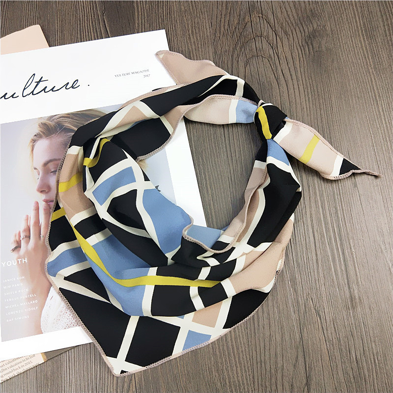 2019 Fashion Spring Summer Female Wild Small Triangle Scarf Small Scarf Girls Printed Handkerchief Chiffon Scarf Neck Accessory