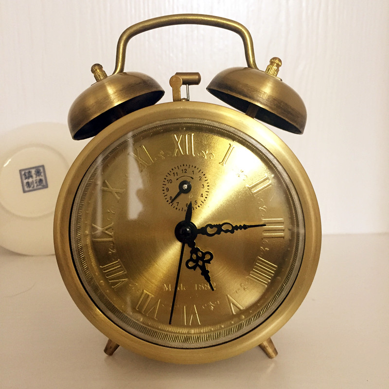 Antique Copper Clockwork Mechanical Alarm Clock Hotel Bar Hotel Decor Metal Double Bell European Table Clock Home Decor LA231