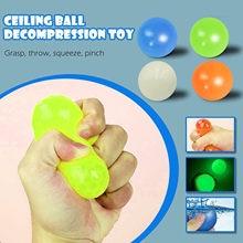 4 Pçs/lote Luminosa Parede Pegajoso Pegajoso Bolas Apaziguador do esforço Toy Bola Descompressão Brinquedos Presente de Natal para Crianças Juguetes luminosos