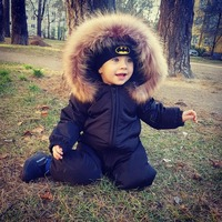 Winter baby fashion black down jacket Boy baby blue one piece down jacket Natural raccoon fur collar Girls red down jumpsuit 90%
