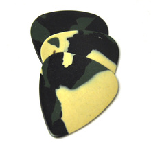 Lots of 100pcs 0.71mm Medium Camouflage Celluloid Guitar Picks Standard Heart Shape
