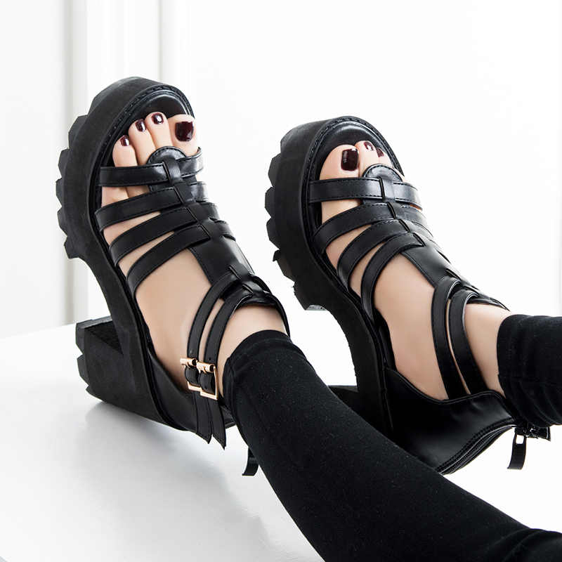 Europese en Amerikaanse zomer nachtclub dikke zolen singels hoge hakken mode wilde waterdichte wig sandalen.