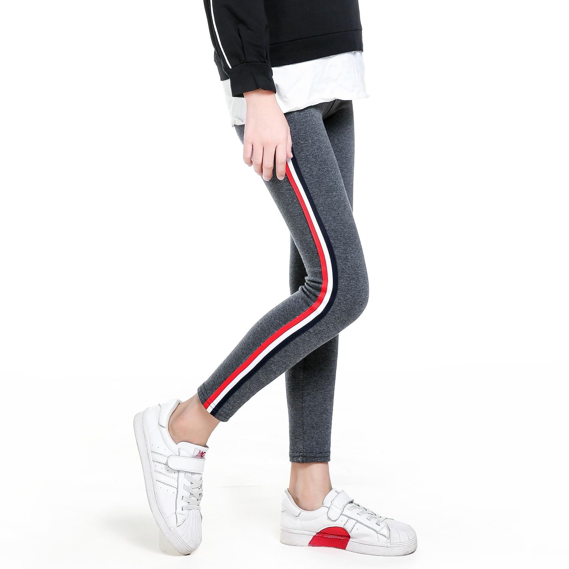 Girls in leggings teen United Airlines