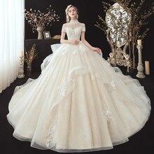 Aplikacje z koralikami koronkowe suknie ślubne księżniczki Plus rozmiar Vestido De Casamento na szyję z krótkim rękawem suknia dla panny młodej