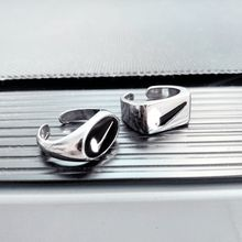 N1ke hip-hop estilo personalidade moda gancho anel masculino e feminino ins design retro dedo indicador anel de dedo anel de jóias presente