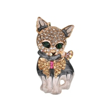 New  Brown Bull Dog Animal Brooches Banquet Vintage Silver Green Crystal Eye Zinc Alloy Quality Suits Broches Pins Scar