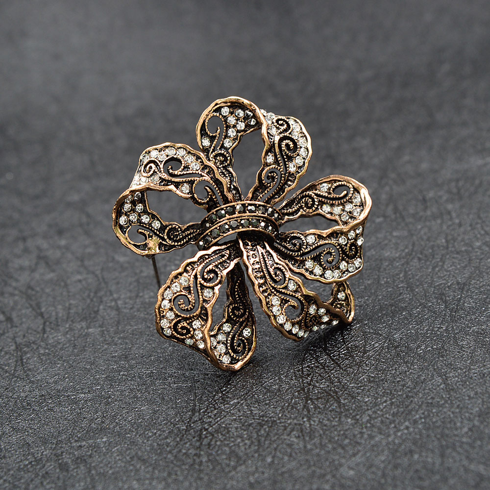 CINDY XIANG Rhinestone Bow Brooches For Women Vintage Fashion Bowknot Brooch Pin Retro Pattern Hollow-out Jewelry Good Gift 3