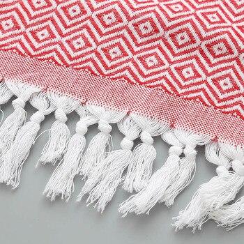 Detail serviette fouta de plage à motif rouge