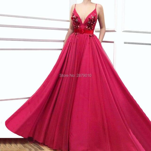 2019 אונליין V צוואר פוקסיה ארוך שמלת ערב באורך רצפת אבנט נשים שמלת טול אפליקציות חרוזים שמלה לנשף לבוש הרשמי