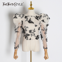 TWOTWINSTYLE Stickerei Schmetterling Mesh Shirt Frauen O Neck Puff Sleeve Top Perspektive Bluse Weibliche Mode 2020 Flut
