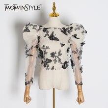 Женская блузка с вышивкой twotwinstyle белая круглым вырезом