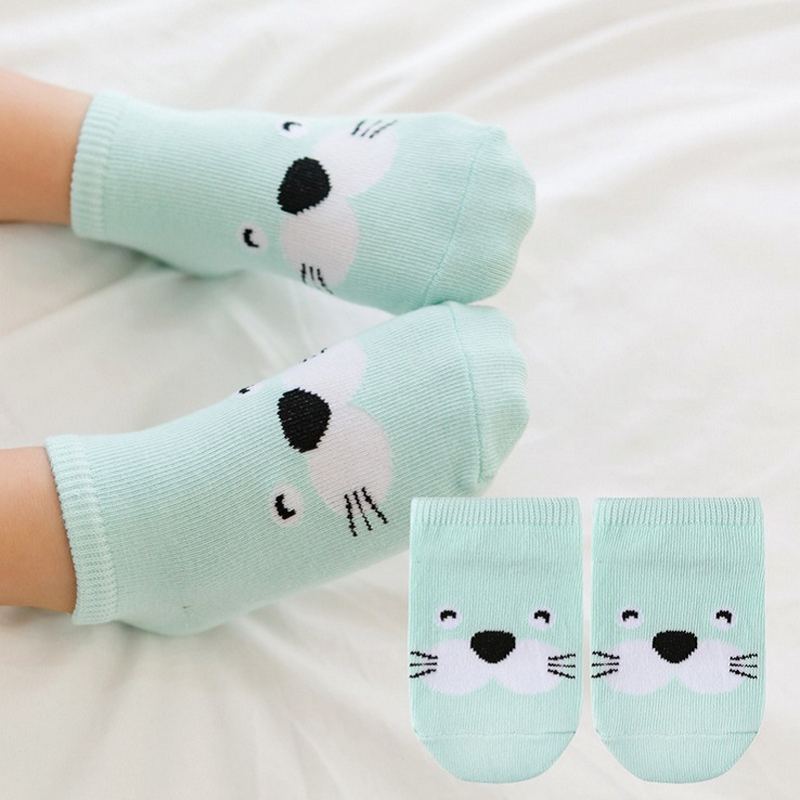 Милые носки с рисунками животных для малышей; хлопковые носки-тапочки для маленьких мальчиков; Асимметричные носки для новорожденных