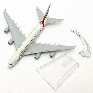 Image 5 - Powietrza arabskie A380 przez linie lotnicze oferujące model samolotu Airbus 380 dróg oddechowych 16cm stopu metalu model samolotu w stojak statków powietrznych M6 039