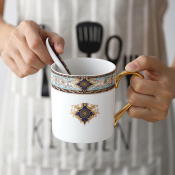 Retro Bohemian Blauw Schets In Goud Bone China Mok Met lepel Creatieve Keramische Koffie Kantoor Beker Melk Cup Gift Cup