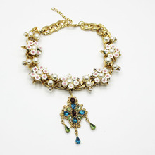 цена на Baroque Pearl Necklace Gold Chains Bling Chunky Trendy Fashion Flower Jewelry Rhinestone Choker Fringe Necklace Beach Delicate