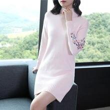 Женское трикотажное мини платье с длинным рукавом и вышивкой