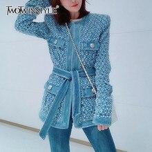 TWOTWINSTYLE-chaqueta vaquera Vintage azul con cinturón para mujer, abrigo rasgado con agujero, manga larga, ropa de calle con bolsillos, otoño 2020