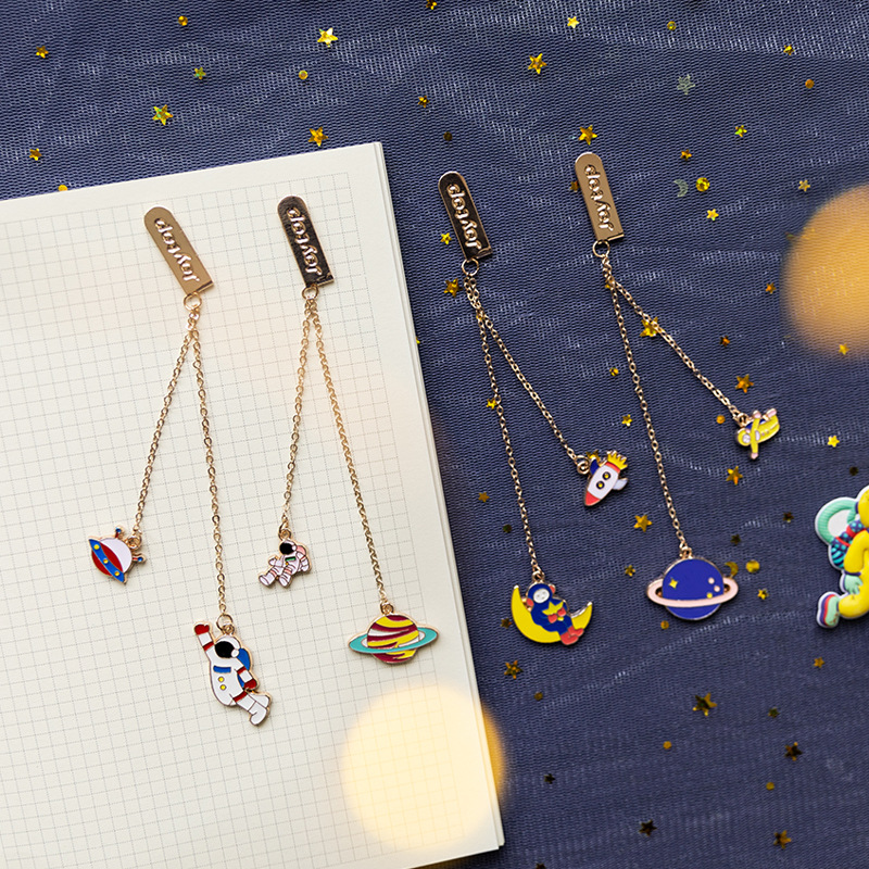 4 Pcs/Set Cute Rocket Planet Series Pendant Metal Bookmarks Walk The Planet Book Markers Page Holder Stationery