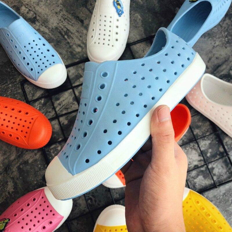 Anne ve Çocuk'ten Şıpıdık Terlik ve Takun.'de 2019 Yeni Çocuk Nativ Jöle Ayakkabı Yaz Croc Ayakkabı Scarpe Çocuklar bahçe ayakkabısı Erkek ve kız Plaj Içi Boş PVC Katır Takunya title=