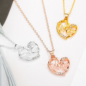 Mother's Day Necklace Letter MOM Heart Shape Inlaid Crystal Charms Pendant Necklace The Best Gift For Mother