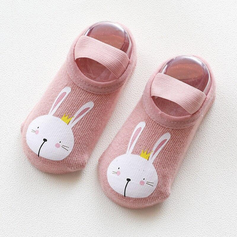 Купить с кэшбэком 1 Pairs Newborn Toddler Boys Girls Anti-slip Toddler Shoes Socks New Fashion Baby Socks Cute Cartoon Animals Floor Socks Gifts