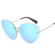 2019 Fashion Frends In Europe and The United States Cat Eye Frameless New Personality Dazzle Sunglasses Colorful Blue UV400 frends 1kg