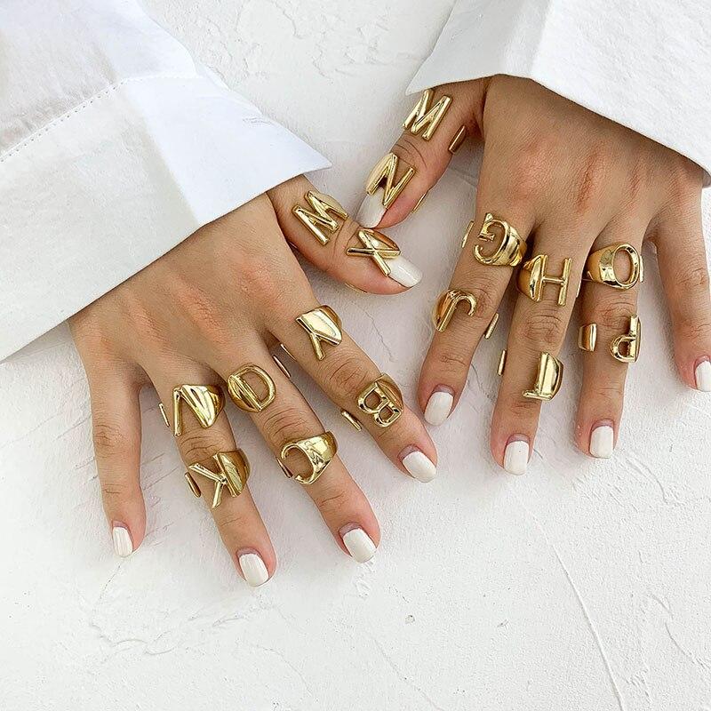 SRCOI 할로우 A-Z 편지 골드 컬러 금속 조절 링 링 이니셜 이름 알파벳 여성 파티 Chunky Wide Trendy Jewelry