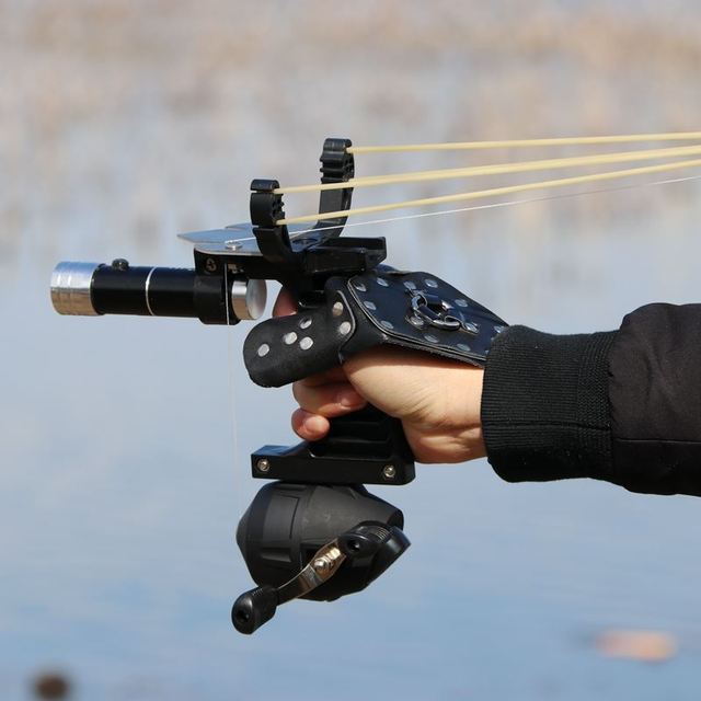New Fishing Set Slingshot Hunting Catapult Suit Outdoor Shooting Fishing Reel + Darts Protective Gloves Flashlight Tools 3