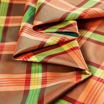 Beautiful lattice bright-dyed yarn-dyed large lattice silk dupion check silk orange green check silk raw thai silk plaid silk zip front check plaid shorts