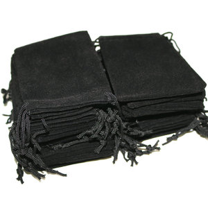 Image 2 - 100pcs 7x9cm Velvet Drawstring  /Jewelry Christmas/Wedding Gift Bags Black Red Pink Blue 5 Color Wholesale
