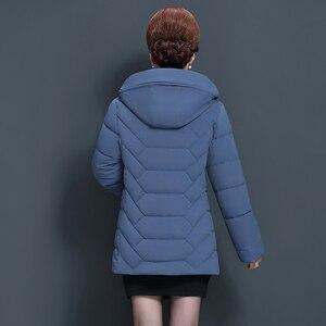 Image 3 - حجم كبير 5XL منتصف العمر النساء الشتاء سترة قصيرة 2020 مقنعين القطن معطف المرأة سميكة عارضة الأم الشتاء سترة المرأة سترة